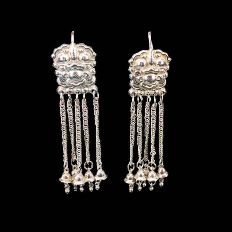 Lion earrings with round bell